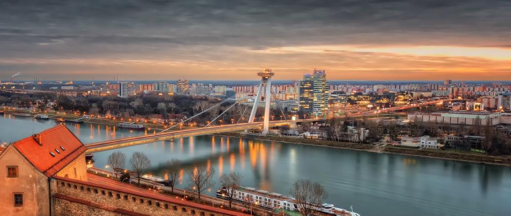 Bratislava-Skyline-Brücke.jpg