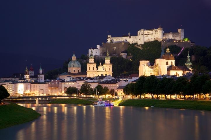 Old_Town_Salzburg_across_the_Salzach_river.jpg